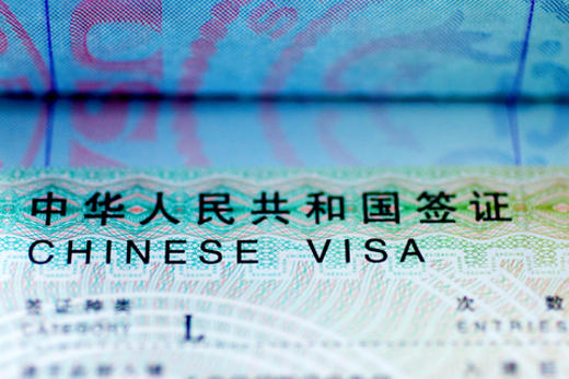 Chinese tourist visa L stamp in an USA passport